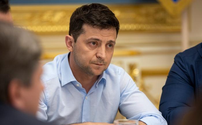 Zelenski Donbasın xüsusi statusu ilə bağlı fərman imzaladı