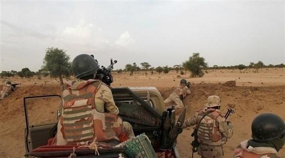 مقتل 3 جنود و14 إرهابياً في هجوم على معسكر غرب النيجر