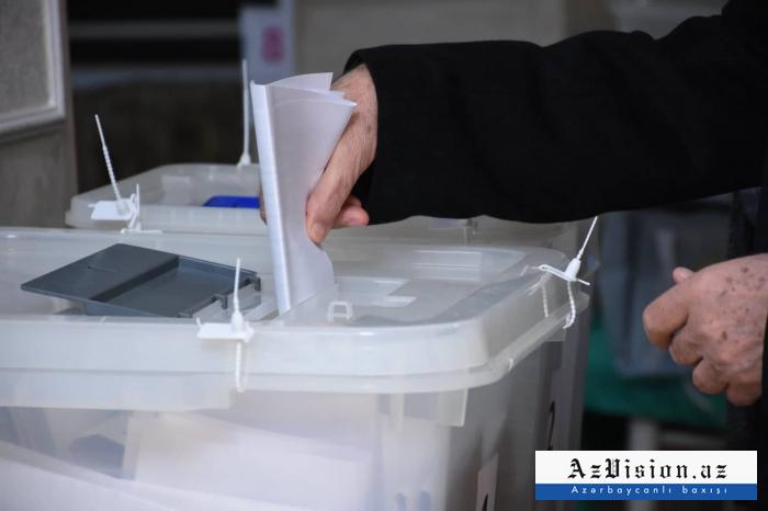 Azerbaijani citizens voting in municipal elections -  PHOTOS