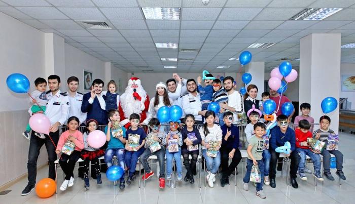 DMX qaçqın statusu alan ailələrin uşaqlarını sevindirdi - FOTOLAR