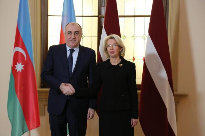 Azerbaijani FM meets with speaker of Latvian parliament