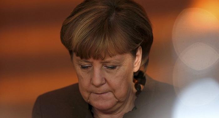 Angela Merkel de nouveau assise lors d
