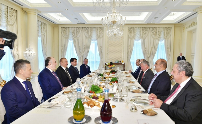 Le président Ilham Aliyev et le roi Abdallah II de Jordanie se sont réunis pour un déjeuner de travail