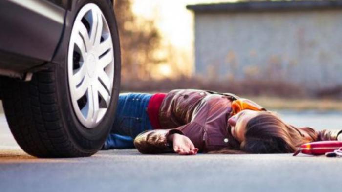 Yolu keçən qadını maşın vuraraq öldürdü