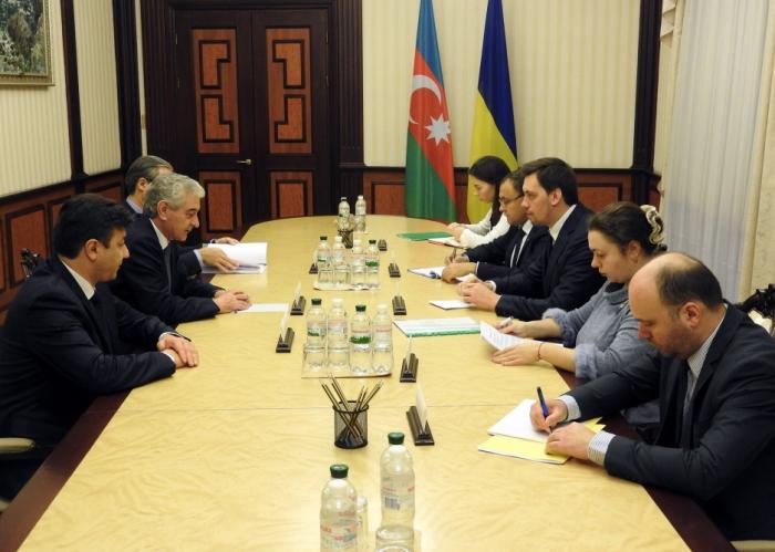 Se abordan las cuestiones de cooperación entre Azerbaiyán y Ucrania