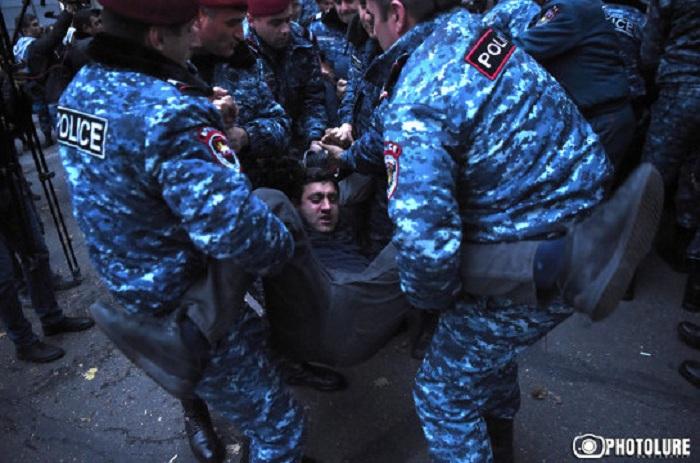 İrəvanda etirazçılara zor tətbiq edilib, 24 nəfər saxlanılıb - VİDEO+FOTOLAR