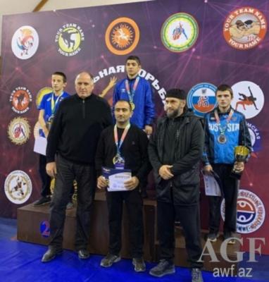 Luchadores azerbaiyanos ganan tres medallas en el torneo celebrado en Daguestán