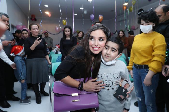 Leyla Əliyeva müalicə alan uşaqlarla görüşdü - FOTOLAR