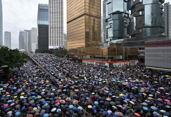 Hongkong: cinq adolescents arrêtés pour la mort d