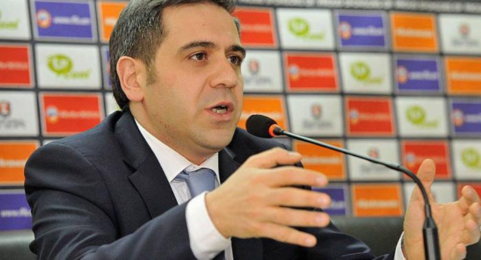 Ermənistan futbolu Melikbekyana tapşırıldı