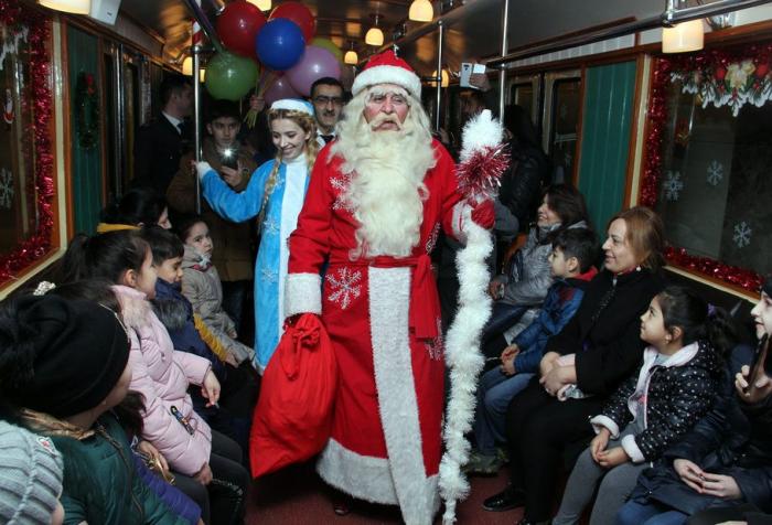 Metroda sərnişinlərə bayram sürprizi