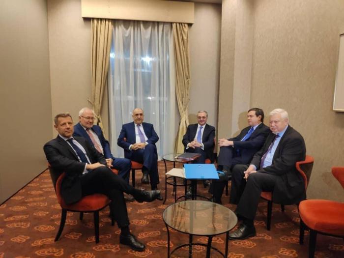 Meeting between Azerbaijani and Armenian FMs gets underway