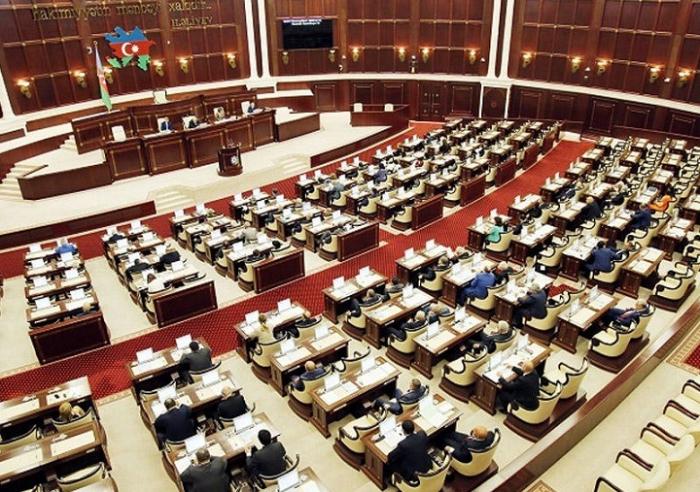 Milli Məclis qanunvericilik fəaliyyətini dayandırıb