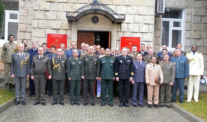 Se celebró una reunión con la participación de los agregados militares y representantes de organizaciones internacionales