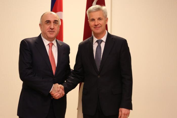 Azerbaiyán y Letonia discuten la cooperación en el ámbito de la seguridad militar