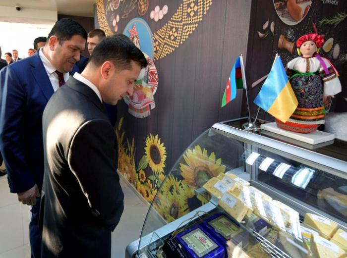 """Zelenski Bakıda ərzaq mağazasında: """"Məhsullar dadlıdır"""" (FOTO)"""