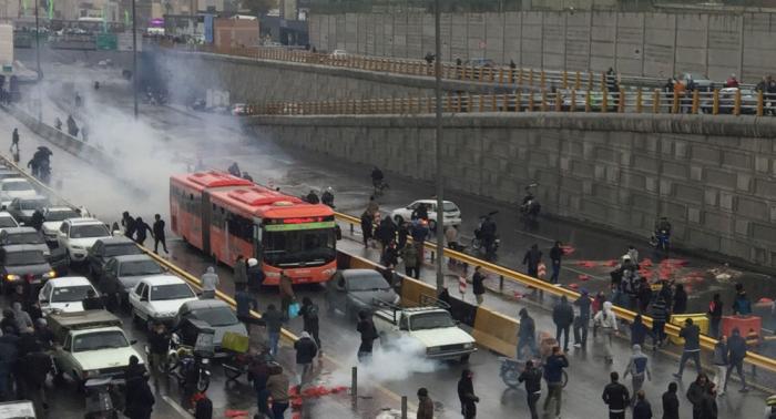 أول تعليق رسمي من إيران حول تقارير إطلاق النار على المحتجين في طهران