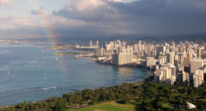 Fusillade à Hawaï: deux policiers tués et un blessé, des immeubles en feu