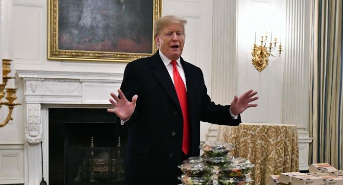 """استبدله بأصناف يحبها... ترامب يلغي """"الأكل الصحي"""" من المدارس"""