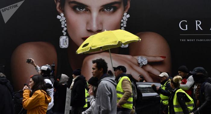 محتجون فرنسيون يقطعون الكهرباء عن أكبر سوق للأغذية في العالم