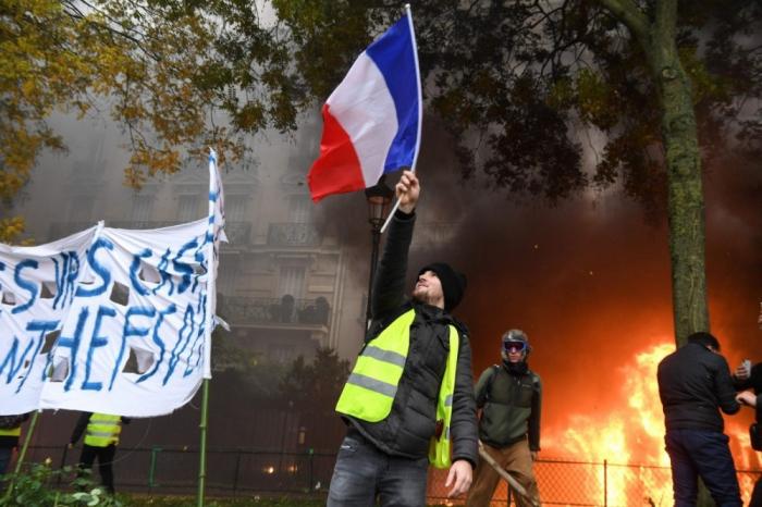 Parisdə etirazlar davam edir - Saxlanılanlar var