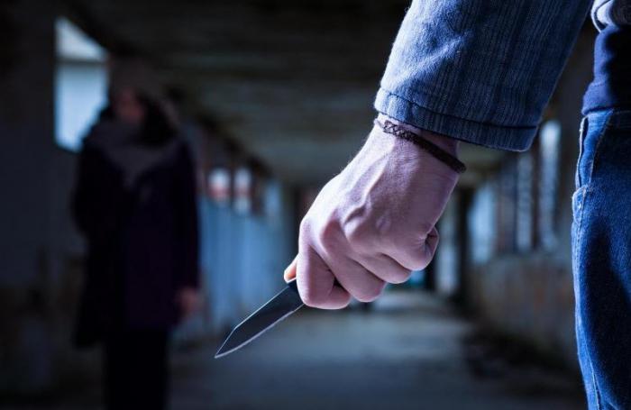 Bakıda içkili kişi qadına 16 bıçaq zərbəsi vurdu