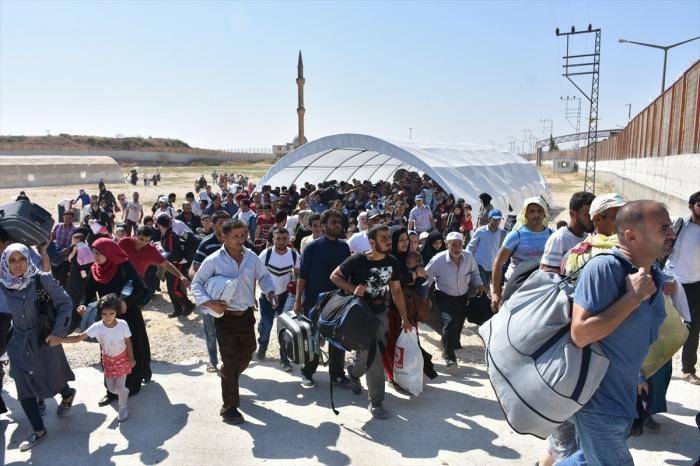 Bir gündə Suriyaya 800-dən çox qaçqın qayıdıb