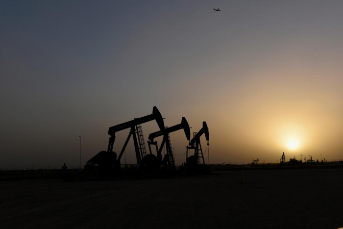Oil rises supported by U.S.-China trade optimism, Middle East tensions