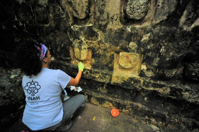 Archeologists discover ancient Mayan palace in eastern Mexico