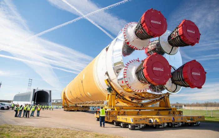 Nasa Moon rocket core leaves for testing