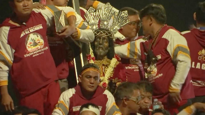 Huge crowds join Black Nazarene procession in the Philippines-   NO COMMENT