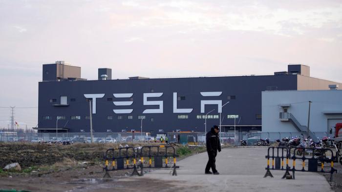 Tesla se convierte en el fabricante de autos más valioso de la historia de EEUU
