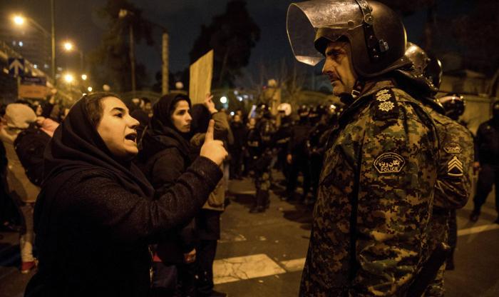 El derribo del avión ucranio espolea las protestas en Irán y abre grietas en el régimen