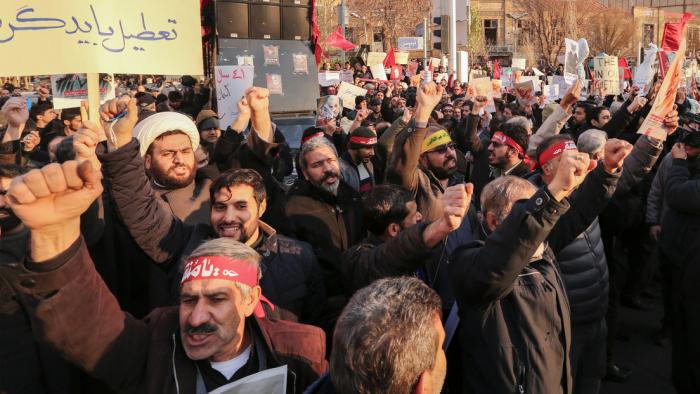 """Irán asegura que las acciones del embajador del Reino Unido durante las protestas en Teherán fueron """"no profesionales e inaceptables"""""""