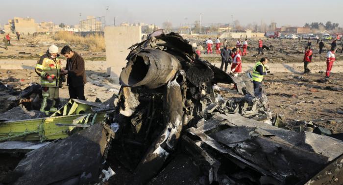 Regresan a casa rescatistas ucranianos que trabajaban en el lugar del accidente aéreo en Irán
