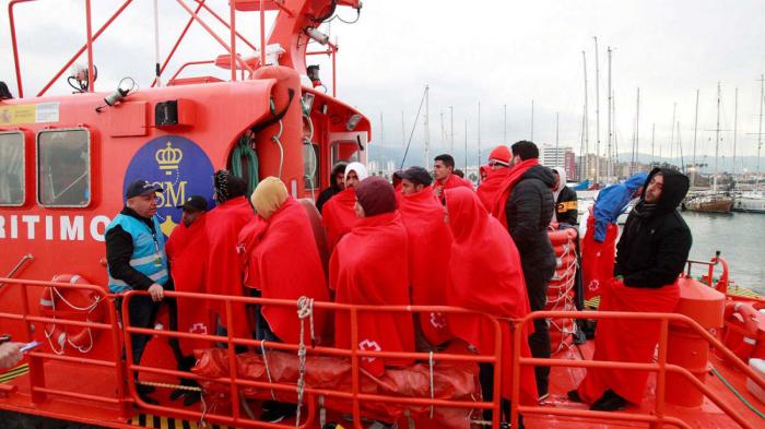 Rescatan a 34 migrantes en dos pateras cerca de la costa de Granada
