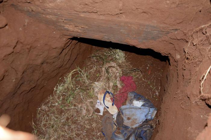 Al menos 75 presos brasileños escapan de una cárcel en Paraguay a través de un túnel