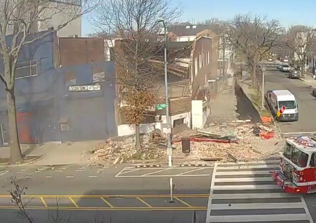 Un edificio colapsa en Washington y los bomberos llegan en solo un segundo