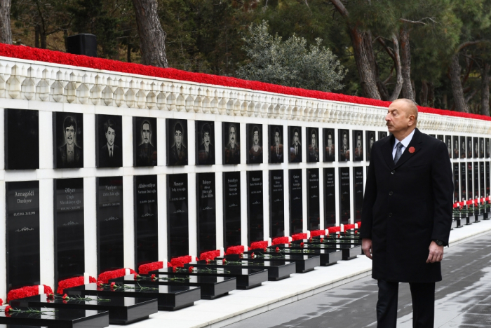 Präsident Ilham Aliyev würdigt die Märtyrer des 20. Januar