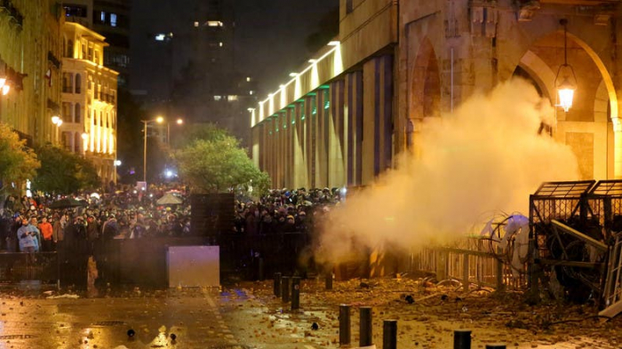 Protests turn to clashes near Lebanon parliament in Beirut -   NO COMMENT