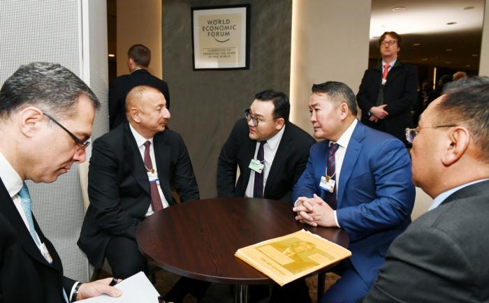 Les présidents azerbaïdjanais et mongol se rencontrent à Davos