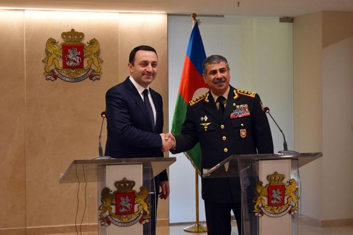 Le ministre azerbaïdjanais de la Défense rencontre sonhomologue géorgien -  PHOTOS