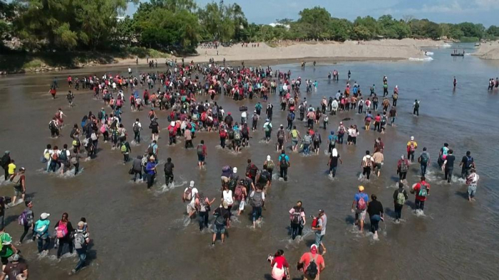 Scuffles as migrants try to cross into southern Mexico -   NO COMMENT