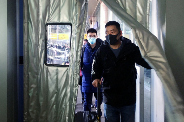 Singapore extends coronavirus screening to all inbound China flights