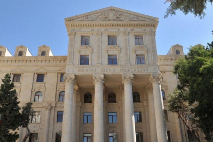 Cancilleres de Azerbaiyán y Chile intercambian cartas de felicitación