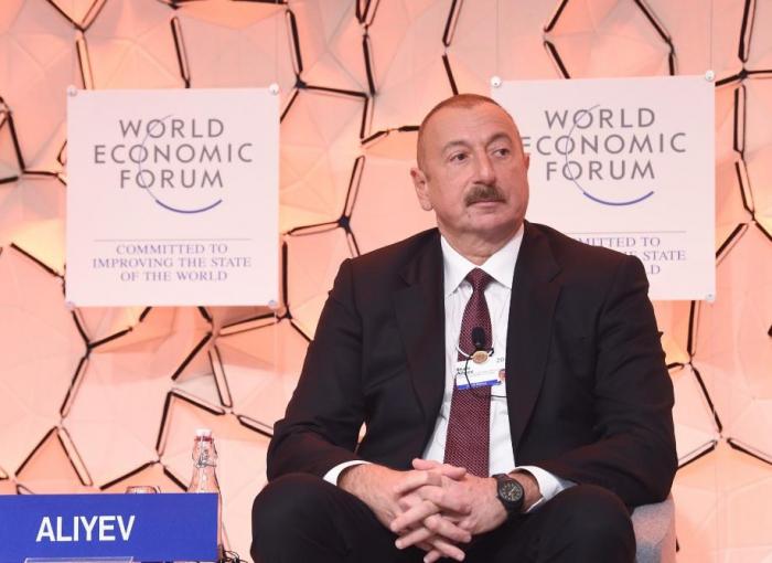 """El presidente de Azerbaiyán asiste al panel de discusión sobre """"Perspectiva estratégica: Eurasia"""""""