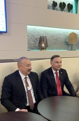 El presidente de Azerbaiyán se reúne con el presidente polaco en Davos