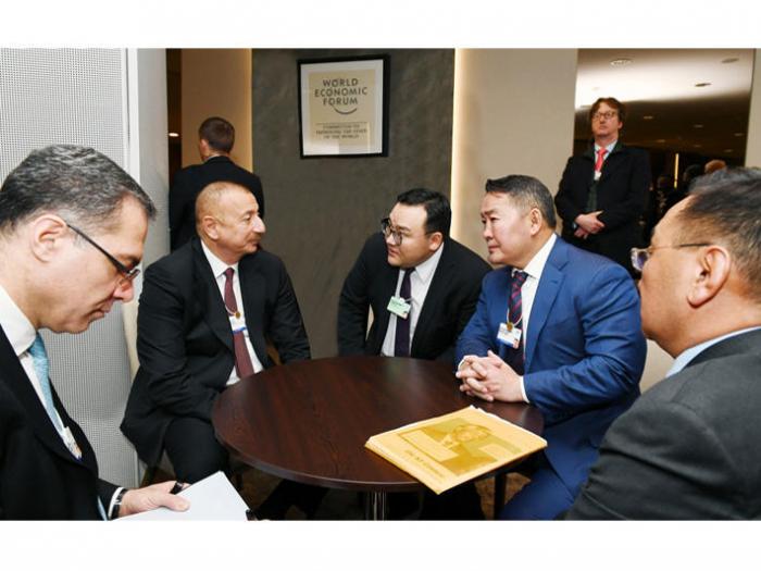 Aserbaidschanischer Präsident trifft sich mit dem mongolischen Präsidenten in Davos
