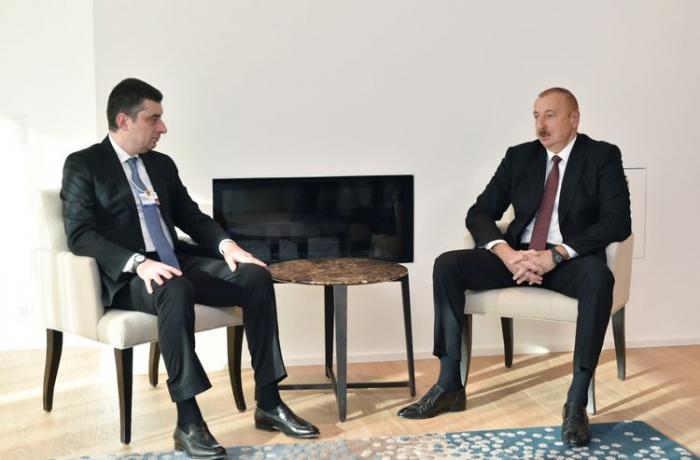 Aserbaidschanischer Präsident trifft sich mit dem georgischen Premierminister in Davos