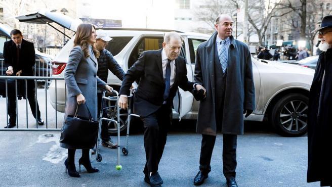"""La Fiscalía presenta a Weinstein como un """"monstruo"""" y la defensa muestra correos de las víctimas donde dicen """"te quiero"""""""